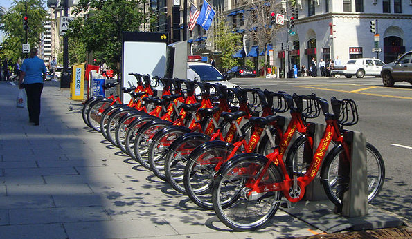 Capital Bikeshare rental station near McPherson Square Metro (WMATA) station, downtown Washington, D.C. Photo: Mariordo Mario Roberto Duran Ortiz