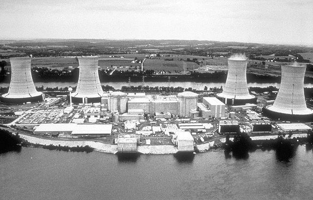 640px-Three_Mile_Island_nuclear_power_plant